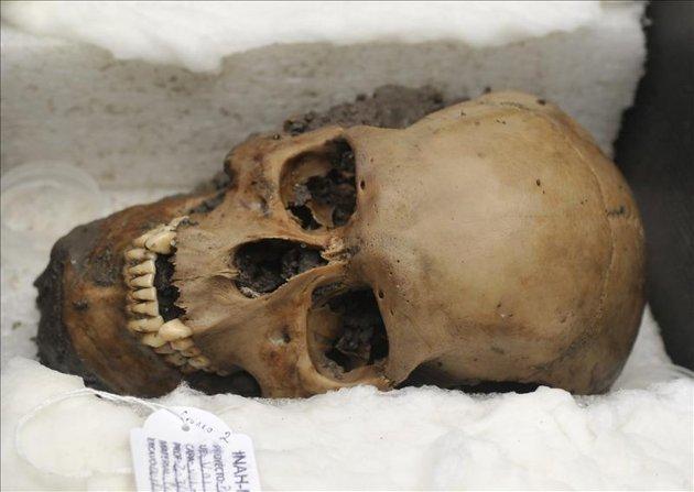 50 cráneos desenterrados en templo azteca 1
