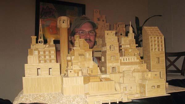 Esta maqueta de palillos de dientes o toothpicks es posible gracias a la mente creativa de este hombre.