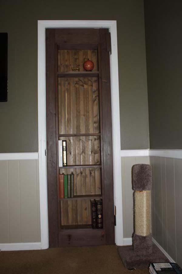 Montaron la puerta o librero