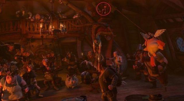 Enredados - En la taberna aparece Pinocho cerca del techo.