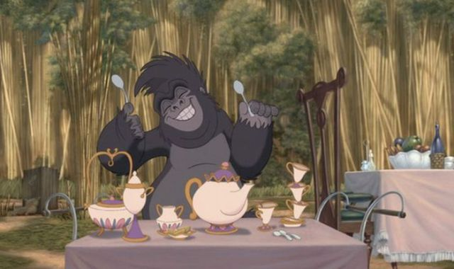 Tarzan - Vemos a la Sr Potts y Chip de La Bella y La Bestia.