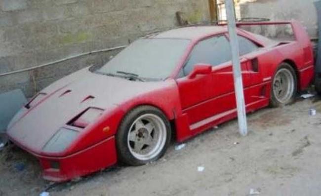 Con un valor de $1 millon de dolares este Ferrari Enzo fue abandonado en un aeropuerto de Dubai.