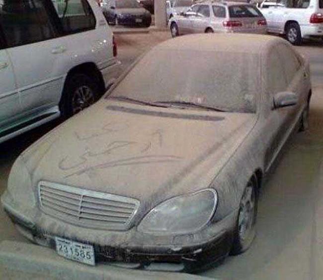 Porque las personas abandonan sus autos de lujo en los aeropuertos de Dubai?